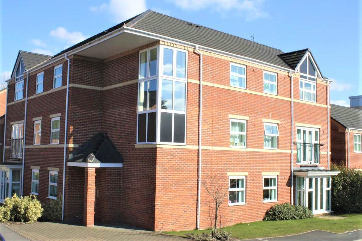 2 Bedrooms Apartment Flat for sale in Gloucester Close, Redditch